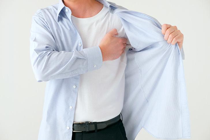 脇汗のシミがどうしても気になる男性