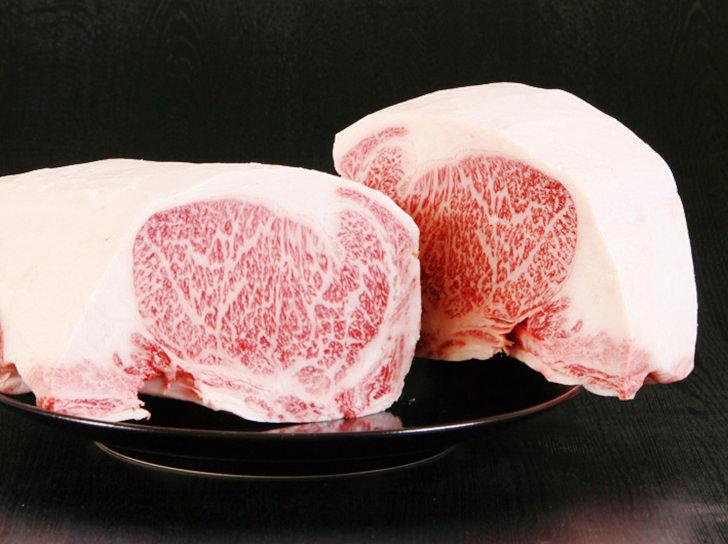 美味しそうな霜降りステーキ